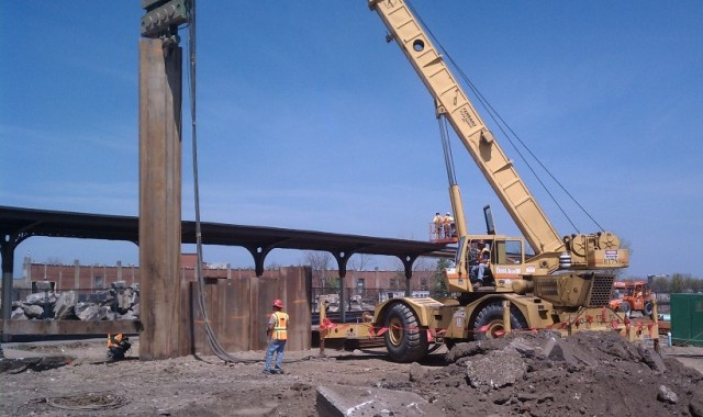 Construction of the sheet piles for the ramp started the week of May 8, 2015. [PHOTO: NYSDOT]
